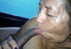 La madre del hijo Fuma porno clasico online mientras ella se Ducha con él.
