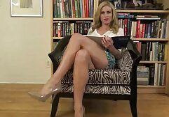 Katie St porno clasico de maduras Ives muestra el cuerpo perfecto de la masturbación de Zolo.