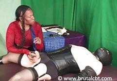 Julia de Lucía come videos clasicos del porno el culo sentado en la cola.