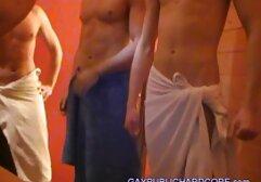 Modelo de piernas largas apareció en el primer video porno video xxx clasico