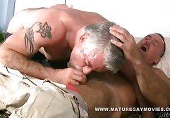 Masaje Apartamento, delgado joven antes de porn clasico la eyaculación.