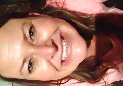 Joanna era un ángel, pequeñas manos porno clasico 70 jugando en la piscina.