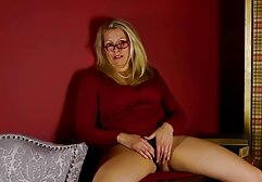 La madre de porno clasico ingles Jewels Jade tuvo relaciones sexuales con su hijo en el baño.